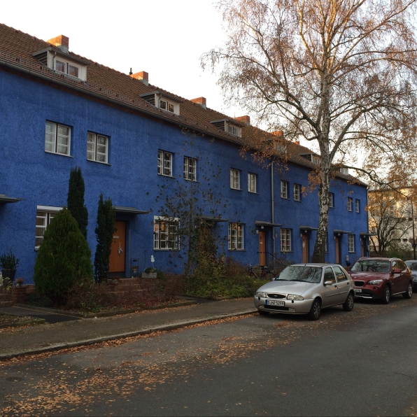 Berlin's Horseshoe Settlement makes a clear break with the Historcism and building density of the industrial era (construction 1925-1933).